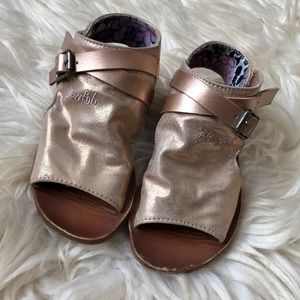 Toddler blowfish rose gold sandals